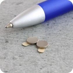 Magnete selbstklebend mit Trägerband 6 mm x 1 mm ( 20 Stück ) MS.6.1.SK.N45.06