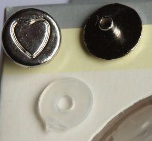 Eyelets RUND mit Herz silber glänzend in schöner runder Plastik